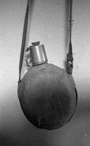 脇元中尉の水筒